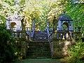 Ognon (60), parc d'Ognon, le grand escalier desservant les deux gloriettes.jpg