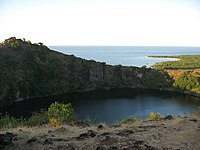 200px-Old_volcanic_crater-Grande_Comore