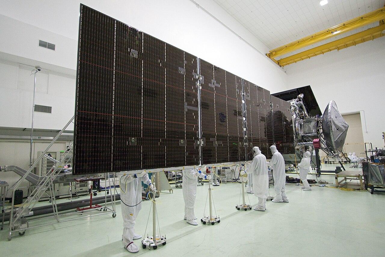 spacecraft solar array panels - photo #26