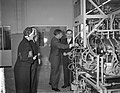 Opening nieuwe glas en machinefabriek van Philips te Eindhoven door Minister pro, Bestanddeelnr 909-4024.jpg