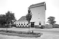 Overzicht voorgevel en rechter zijgevel, voormalig tramstation - Burgh - 20352301 - RCE.jpg