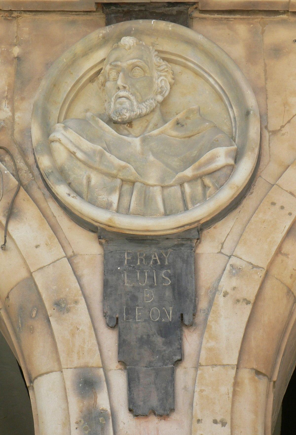 Pabellón Petrineros medallón 17 Fray Luis de León.JPG