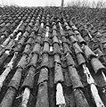 Pannendak, bestaande uit holle en bolle dakpannen, tijdens restauratiewerkzaamheden - Bornwird - 20329550 - RCE.jpg