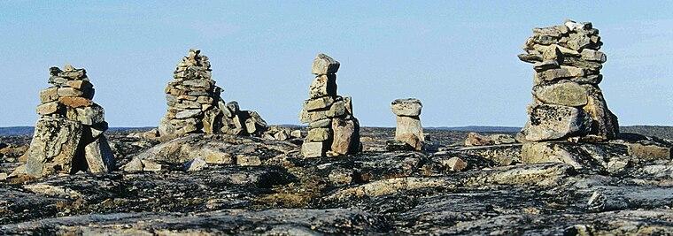 Inukshuk dressés à Inukshuk Point, péninsule de Foxe