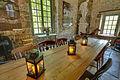 Parc-chateau-courances-essonne, grande table à l'intérieur de la Foulerie.jpg