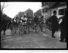La partenza della Parigi-Roubaix del 1908