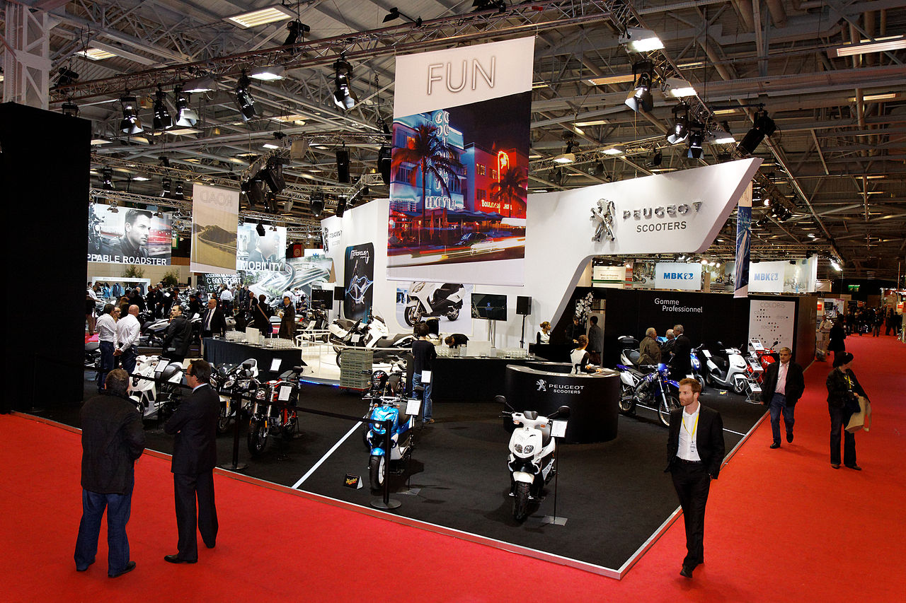 File paris salon de la moto 2011 stand peugeot 001 for Stand salon original