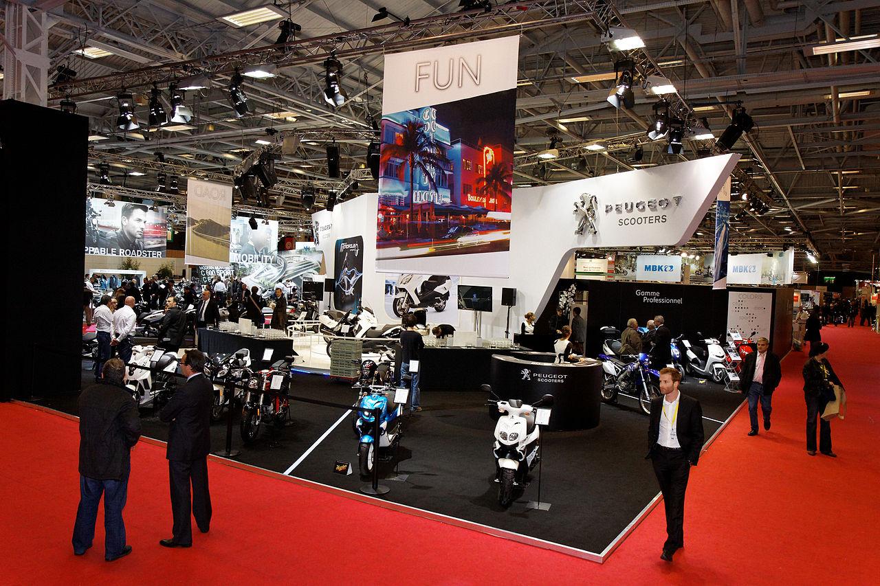 file paris salon de la moto 2011 stand peugeot wikimedia commons. Black Bedroom Furniture Sets. Home Design Ideas