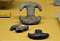 Peça ceràmica en forma de doble T, la Lloma de Betxí.JPG