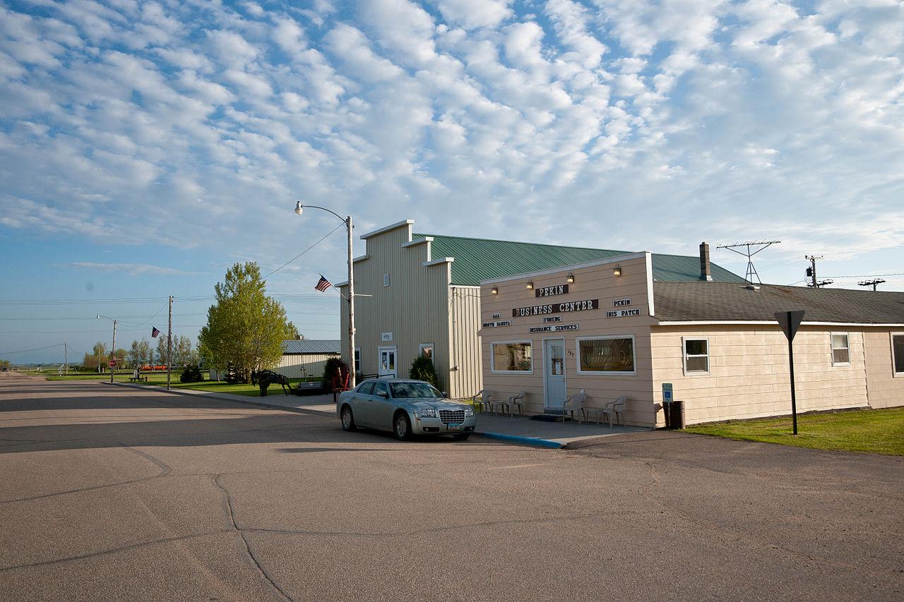 Devils Lake Nd >> File:Pekin Business Center - Pekin, North Dakota 5-31-2009 ...