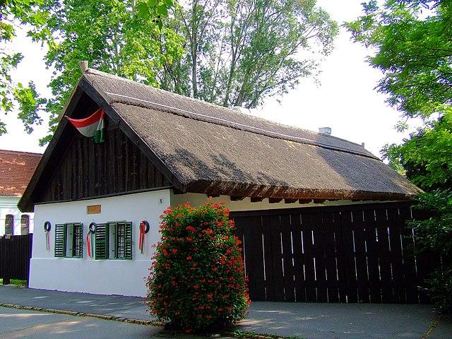 Мемориальный дом-музей Петёфи в родном Кишкёрёше (Венгрия)