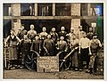 Photo of a group of workers, Hasselt, 1900.jpg