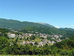 Piazza al Serchio-panorama da Nicciano.jpg