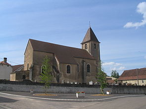 Place de l'église à chantes.JPG