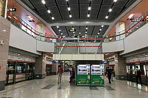 Platform of Line 1 at Zhengzhou East Railway Station (Metro) 20190529 02.jpg
