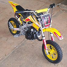 une mini moto de cross