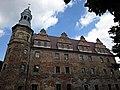 Polska Cerekiew, odbudowany zamek, elewacja boczna.jpg
