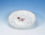 Porslin. Tallrik med blomsterdekor - Hallwylska museet - 89125.tif