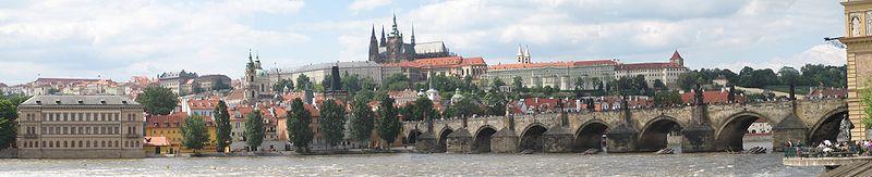 File:Prazsky hrad karluv most panorama.jpg