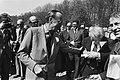 Prins Bernhard tijdens de rondleiding, Bestanddeelnr 930-2604.jpg