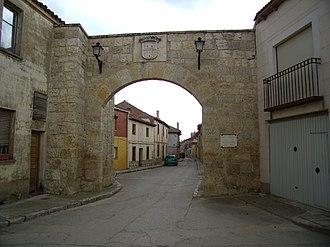 Fuentes de Valdepero - Entrance of the ancient city walls of Fuentes de Valdepero.