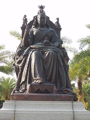 QueenVictoria HK Statue.jpg