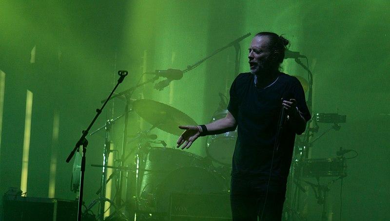 File:Radiohead Glasto17-74 (35547404806).jpg