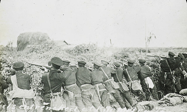 photography of rebel soldiers firing at imperial Qing troops during the Wuchang Uprising, 1911
