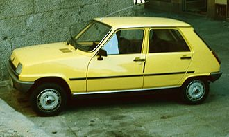 Front mid-engine, front-wheel-drive layout - Image: Renault 5 First generation with 5 doors in Spain