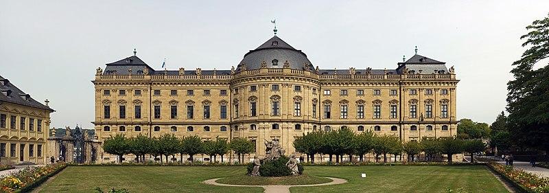 File:Residenz Würzburg, Südfront, 1.jpg