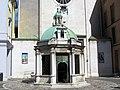 Rimini, piazza tre martiri, tempietto 03.JPG