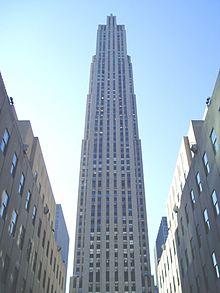 La New Babylon del Rockefeller Center di New York, che con i suoi 300.000 metri quadrati è ancora oggi uno degli edifici più grandi del Mondo