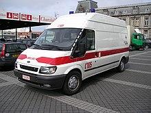 Una ambulanza ricavata da un furgone a