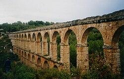 Roman aqueduct Tarragona.jpg