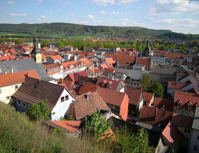 File:Rudolstadt - Altstadt von der Heidecksburg.jpg