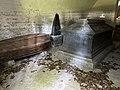 SEM KIRKE (Medieval church c. 1100) romansk middelalderkirke nær Jarlsberg hovedgård i Tønsberg, Norway Wedelske gravkapell Familien Wedel-Jarlsbergs gravkammer kister sarkofager krypt (Grave chapel coffins crypt) 2021-06-13 IMG 3781.jpg
