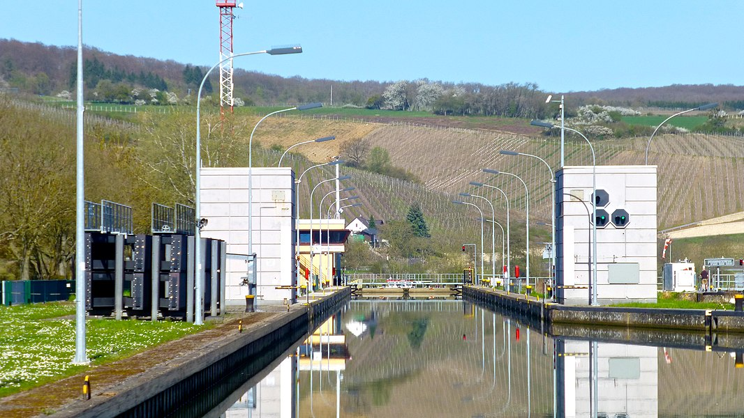 Entrance to STADTBREDIMUS LOCK, downstream river Moselle, LU