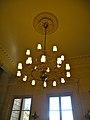 Salle des 4 colonnes lustre Palais Bourbon.jpg