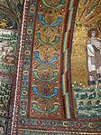 San vitale, ravenna, int., presbiterio, mosaici del catino con redentoretra arcangeli, s. vitale ed ecclesio, 05.JPG