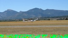 Datei:Schempp-Hirth Quintus M taking off at Sisteron.ogv