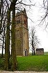 Kerktoren van Schillaard op kerkhof
