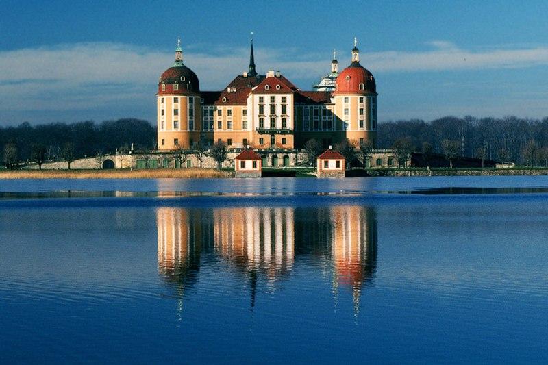 Fil:Schloss.Moritzburg.Ansicht.von Osten.2951.jpg