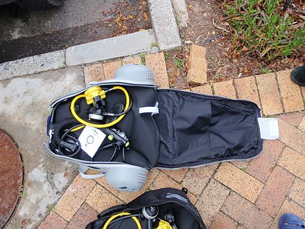 Scuba set in integral carry bag Scuba set in integral carry bag PA081710.JPG