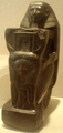 Senenmut-KneelingStatue MetropolitanMuseum.png