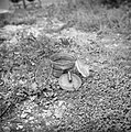 Serie Landmijnen ruimen bij Hoek van Holland. Duitse antipersoneel glasmijn (…, Bestanddeelnr 900-6489.jpg