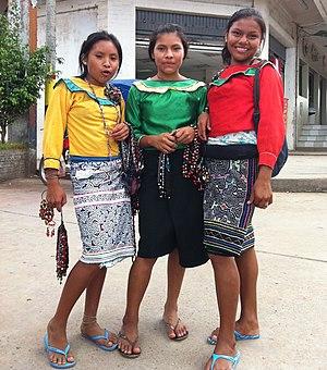 Shipibo-Conibo people - Image: Shipibo ladies