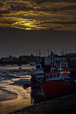 Ships on sand bank, Leigh-on-Sea.jpg