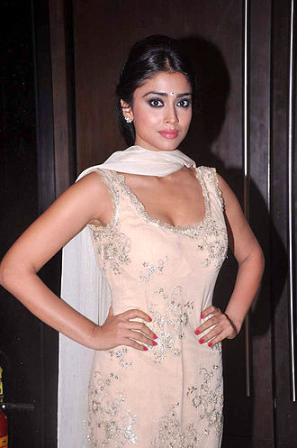 Shalwar kameez - Image: Shriya Saran at the launch of T P Aggarwal's trade magazine 'Blockbuster' 10