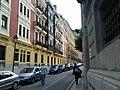 Sidewalk pinch point (18620835478).jpg