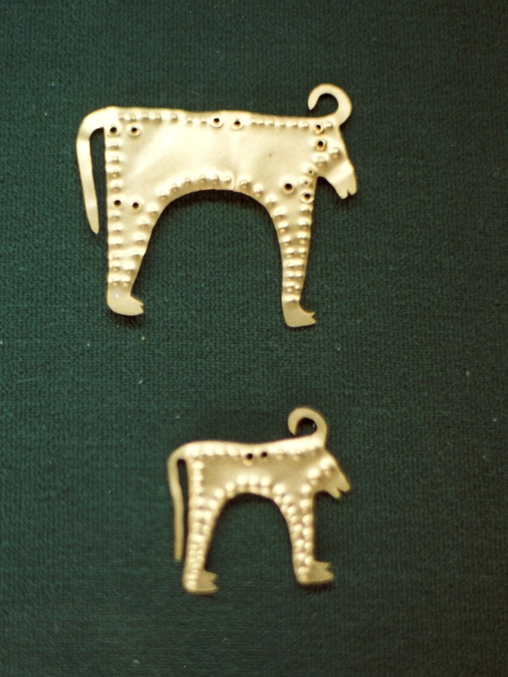 Small bulls, thin gold sheet, 4600-4200 BC, AM Varna, Varm27
